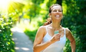 sağlıklı yaşam, spor yapan kadın, doğada spor yapan insan